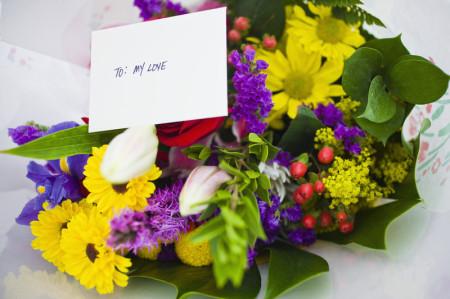 Flores y plantas. Ramos de flores para regalar.