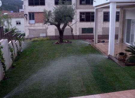 Jardineria navarro vandellos jardines temporales for Instalacion riego jardin